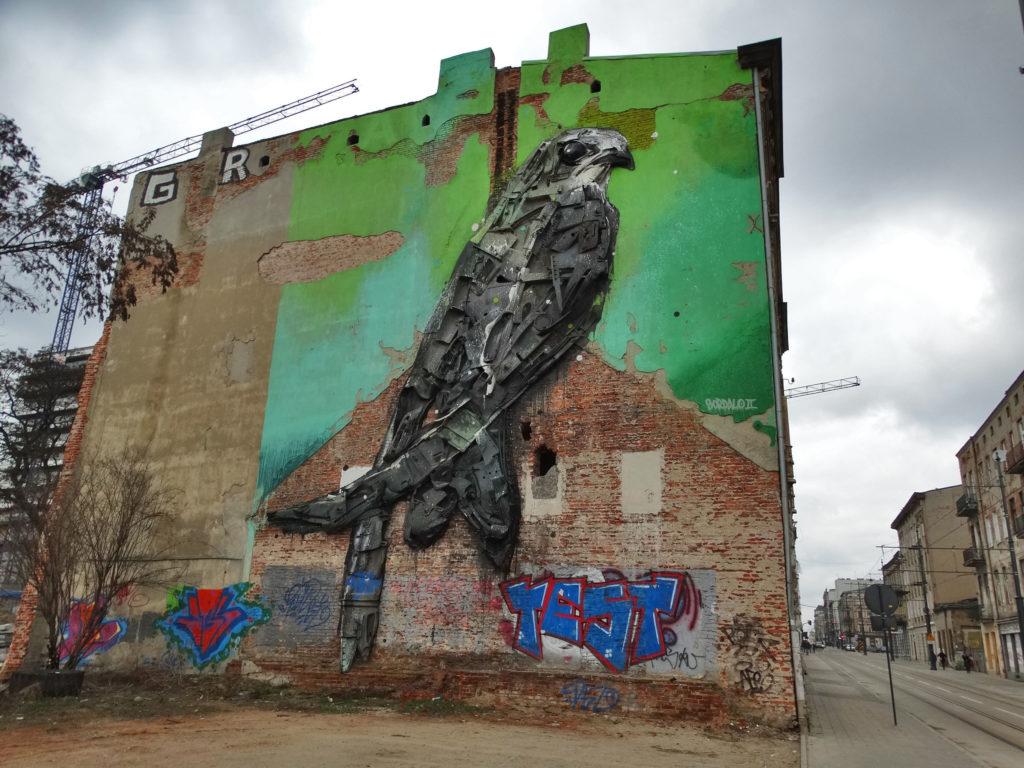 Łodź mural z ptakiem