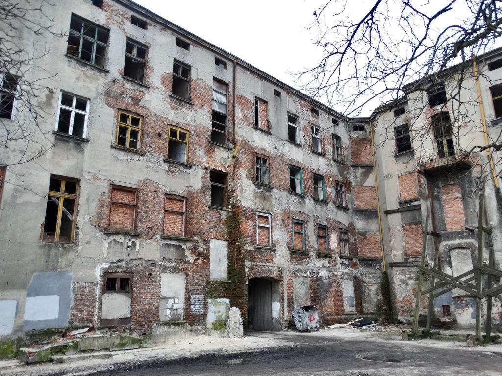 Łódź - stara, opuszczona kamienica. Okolice Pl. Wolności