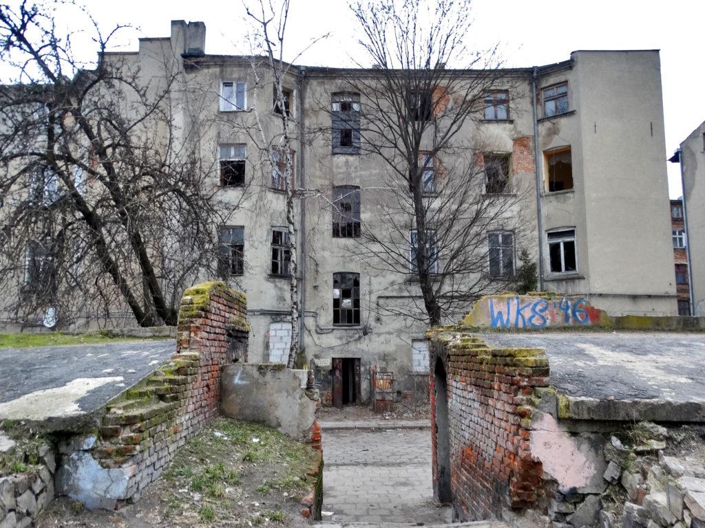 Łódź - stara, opuszczona kamienica.