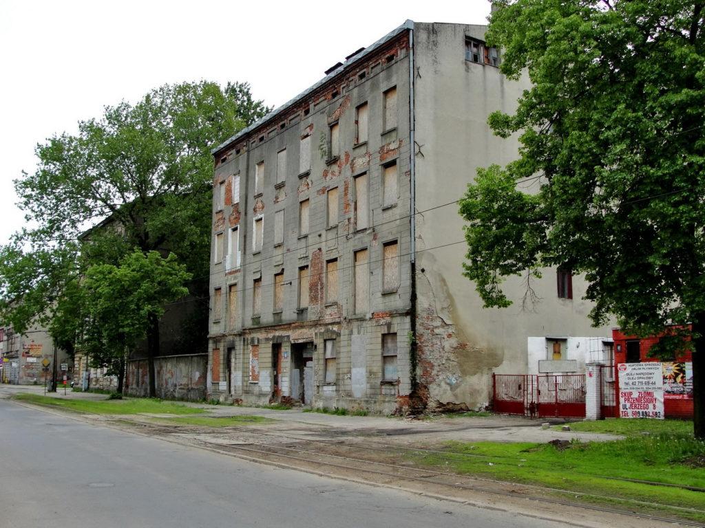 Łódź - stara, opuszczona kamienica. Legionów