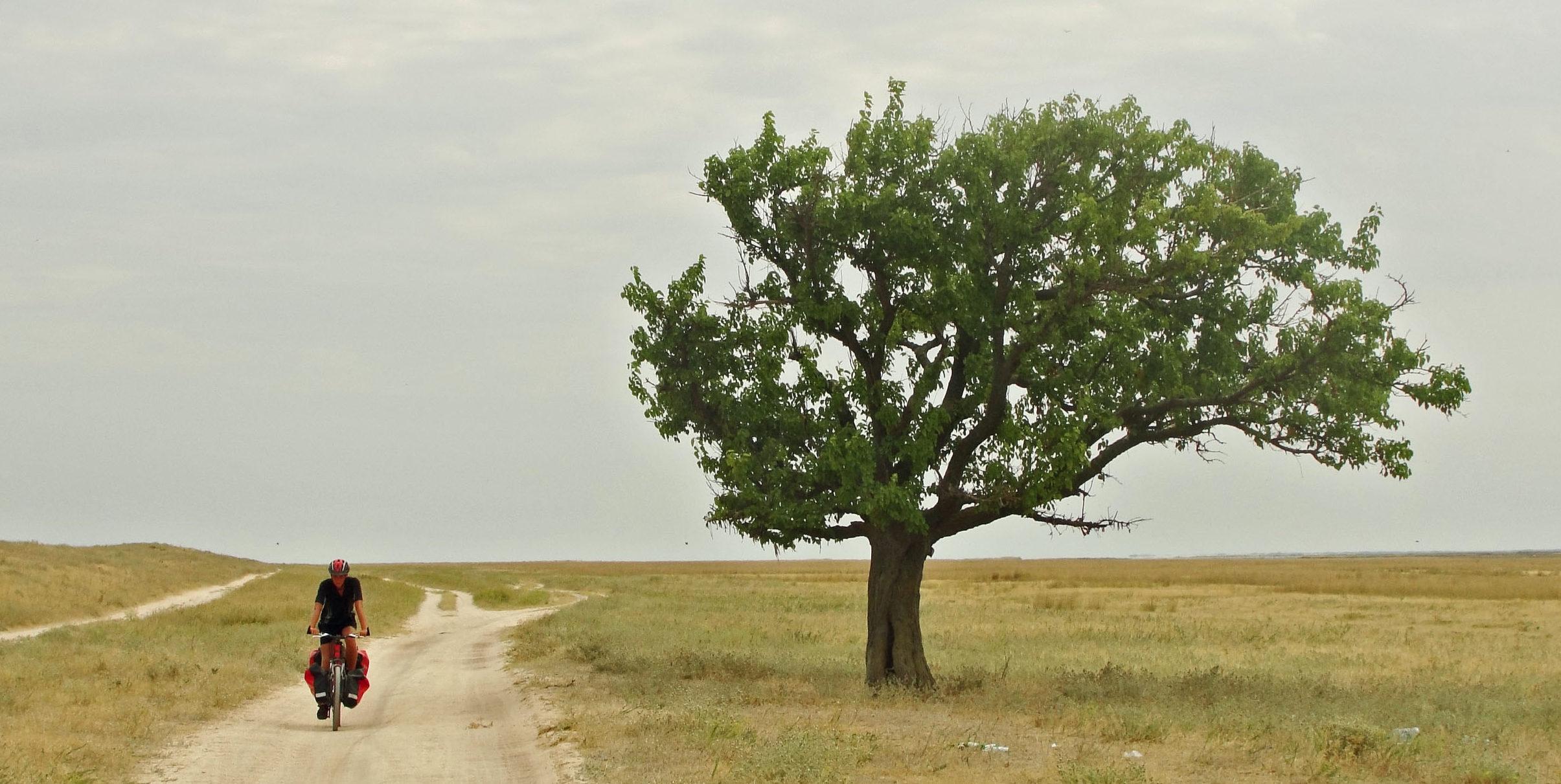 Krym cz.4. Mierzeja Arabacka – dwóch rowerzystów, morze Azowskie i nic poza tym…