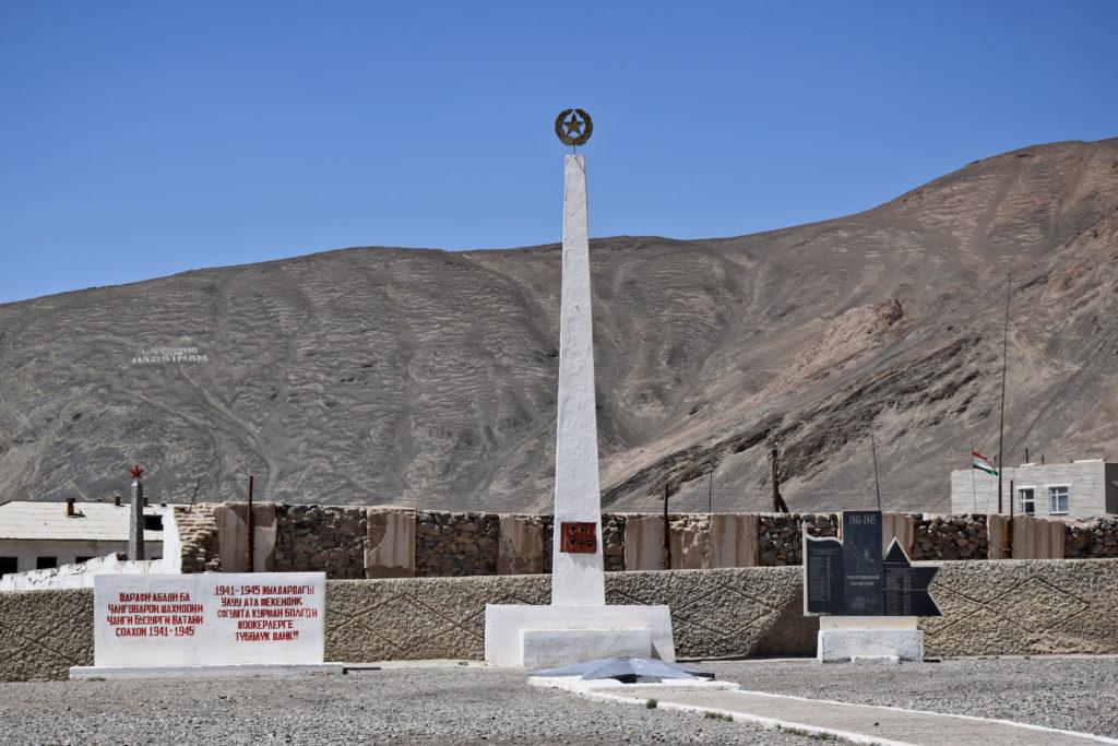 Pamir Highway, Murgob pomnik radziecki
