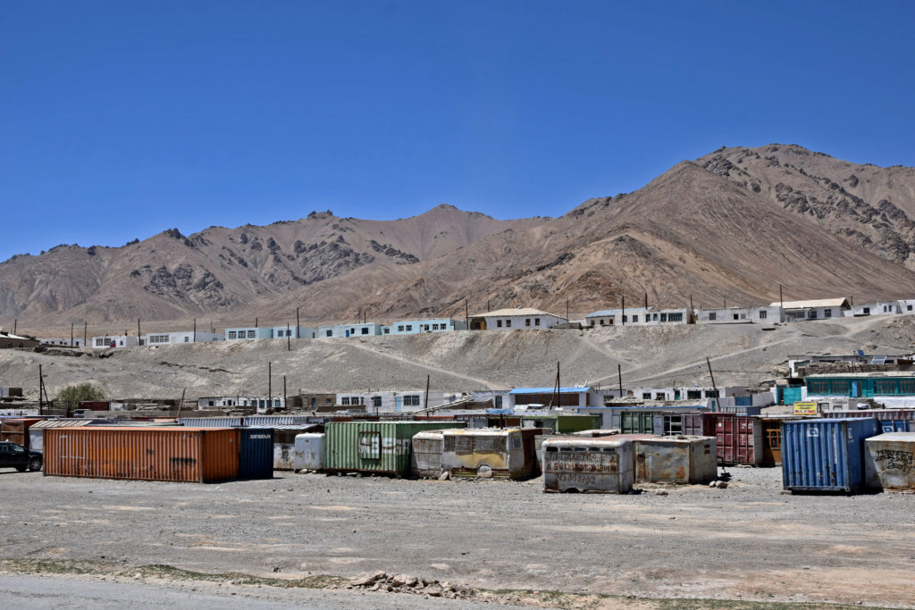 Pamir Highway, Murgob bazar z kontenerów