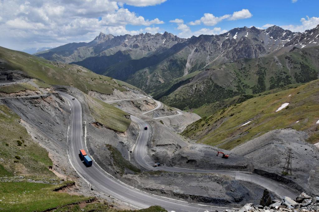 Kirgistan góry wyprawa rowerowa przełęcz