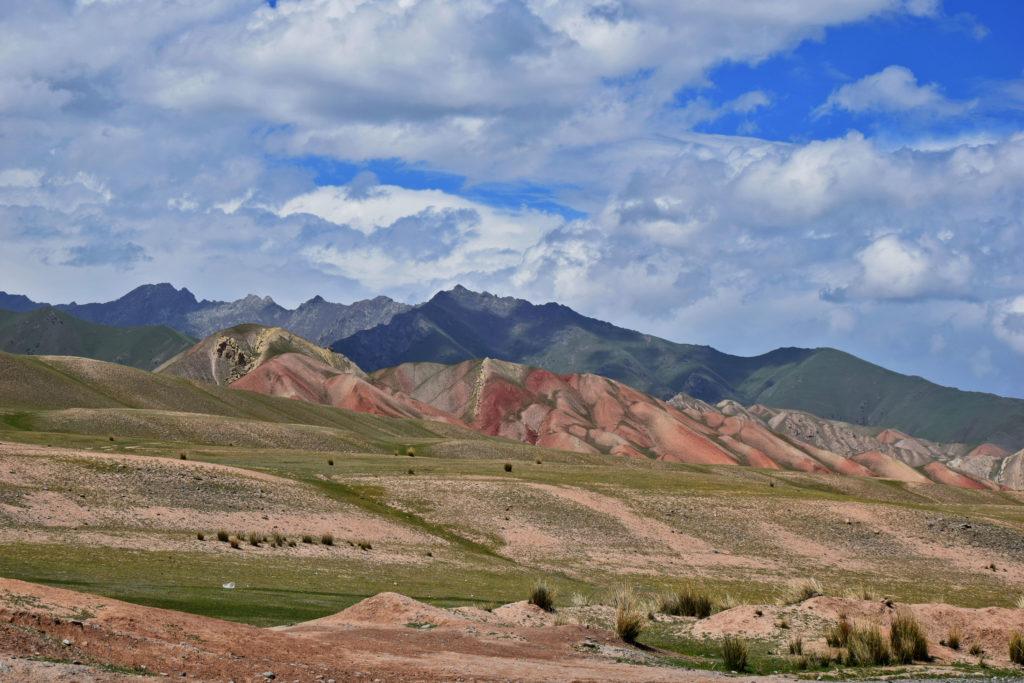Kirgistan, kolorowe góry