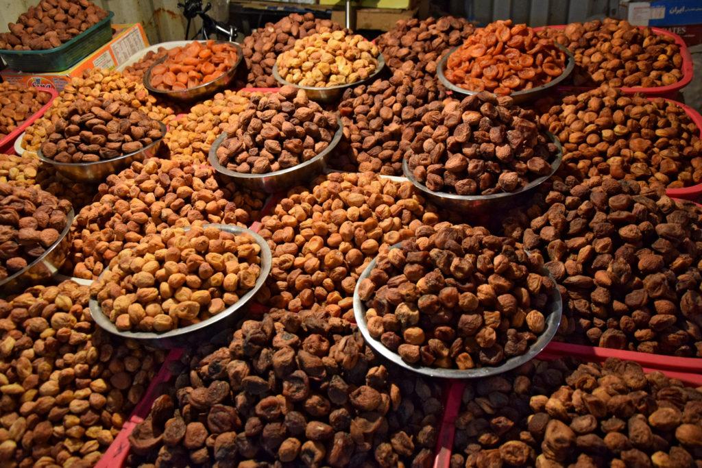 Bazar w Osz - bakalie, kirgiskie jedzenie
