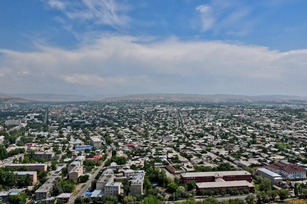 Osz widok ze wzgórza Osz Sułajman-too