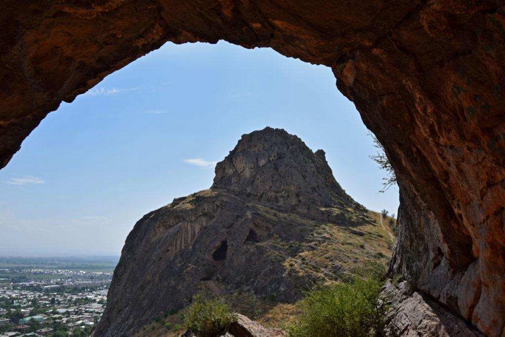 Osz Sułajman-too jaskinia