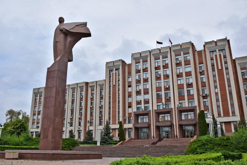 Naddniestrze, Republika Naddniestrza - komunistyczny pomnik Lenina - Parlament.
