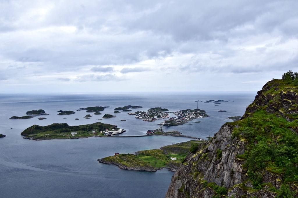 Norwegia, Lofoty, punkt widokowy. Heiavannet. Doskonały widok na położone na wyspach Henningsvær.