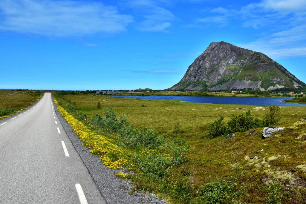 Norwegia, Lofoty, trekking. Hoven, wyspa Gimsoya.