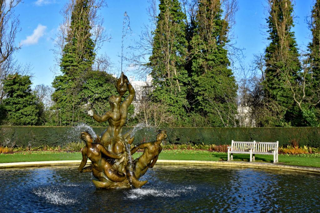 Zaczynamy od Regent's Park - takich fontann jest tu całkiem sporo.