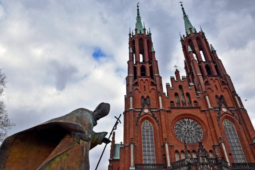 Żyrardów, Neogotycki kościół przy placu Jana Pawła II z 1903 roku to jedna z najwyższych budowli sakralnych na Mazowszu.