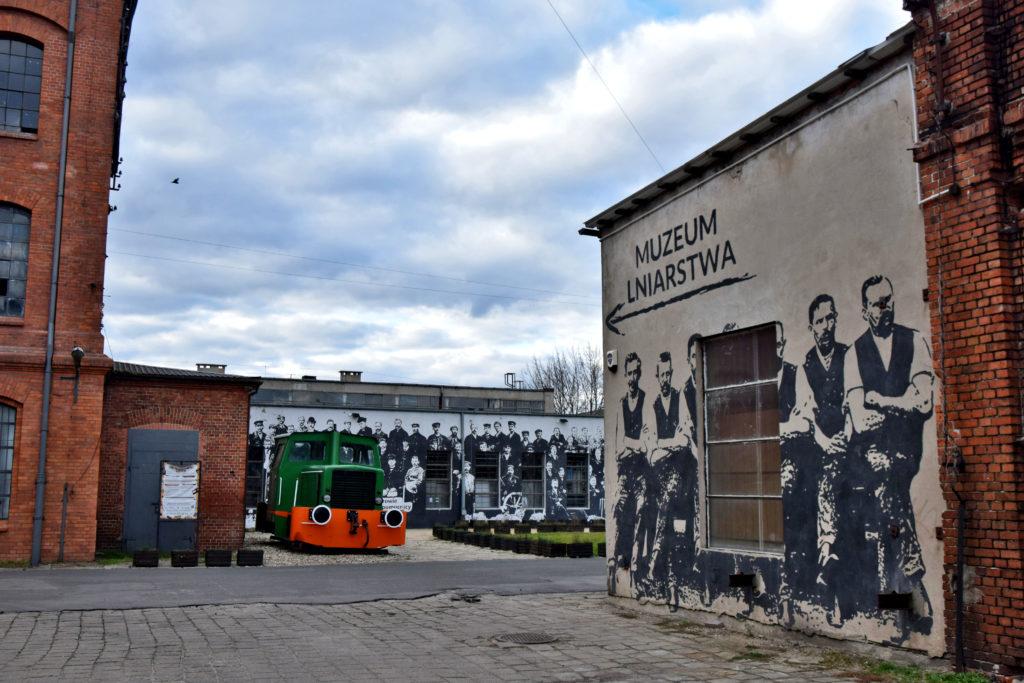 Żyrardów, Bielnik, Muzeum Lniarstwa. W labiryncie opuszczonych budynków Bielnika doszliśmy do zamkniętego Muzeum Lniarstwa. Koniecznie musimy ponownie odwiedzić Żyrardów, by je zwiedzić :)