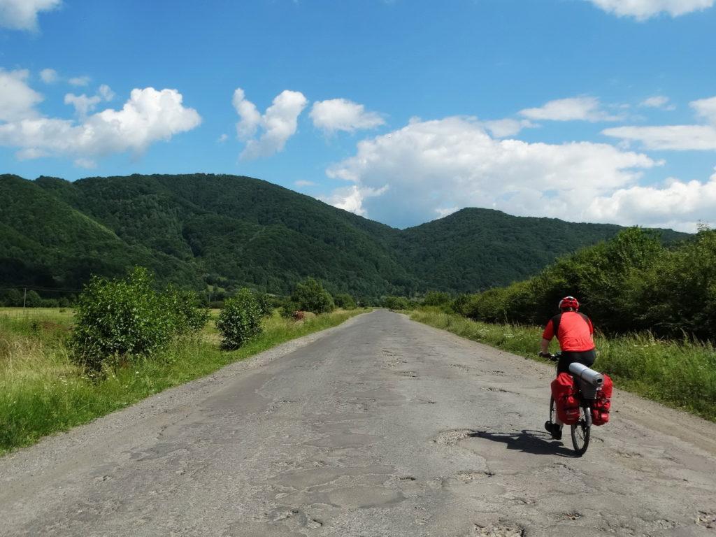 Malownicze krajobrazy i dziurawe drogi - to wizytówka południowo-wschodniej Ukrainy. Wyprawa rowerowa.