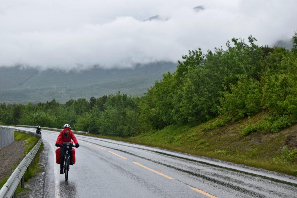 Wyprawa rowerowa. Najgorzej, gdy pada przez cały dzień. Pozostaje mieć nadzieję, że jutro będzie lepiej...