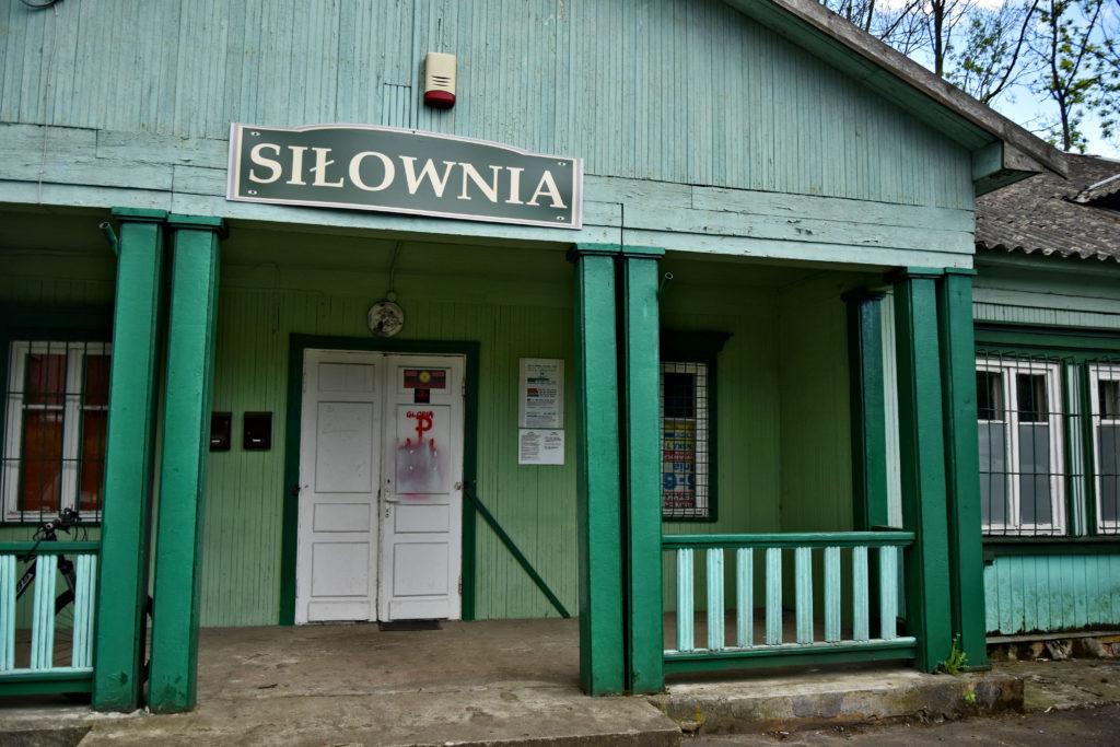 Osiedle Przyjaźń w Warszawie - siłownia w pawilonie. Gdzie Los Poniesie. Foto: Dawid Białowąs