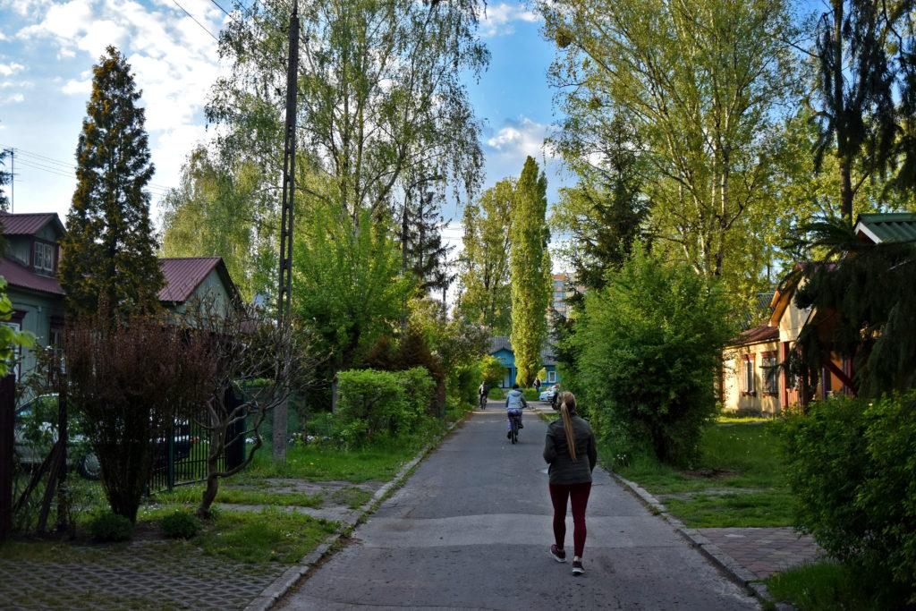 Osiedle Przyjaźń - Jedna z bezimiennych uliczek, dzielących osiedle na kwartały.