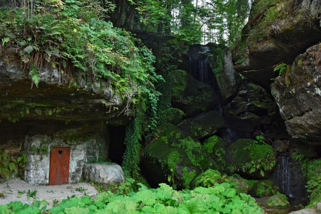 Lichtenhainer Wasserfall Wodospad - wodospad położony przy samej drodze w kierunku Bad Schandau