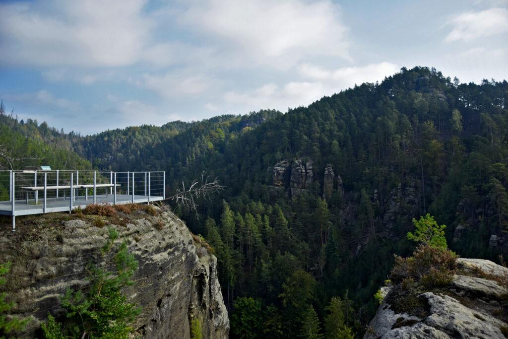 Czeska Szwajcaria Widok ze szczytu Falkenštejn na okolicę.