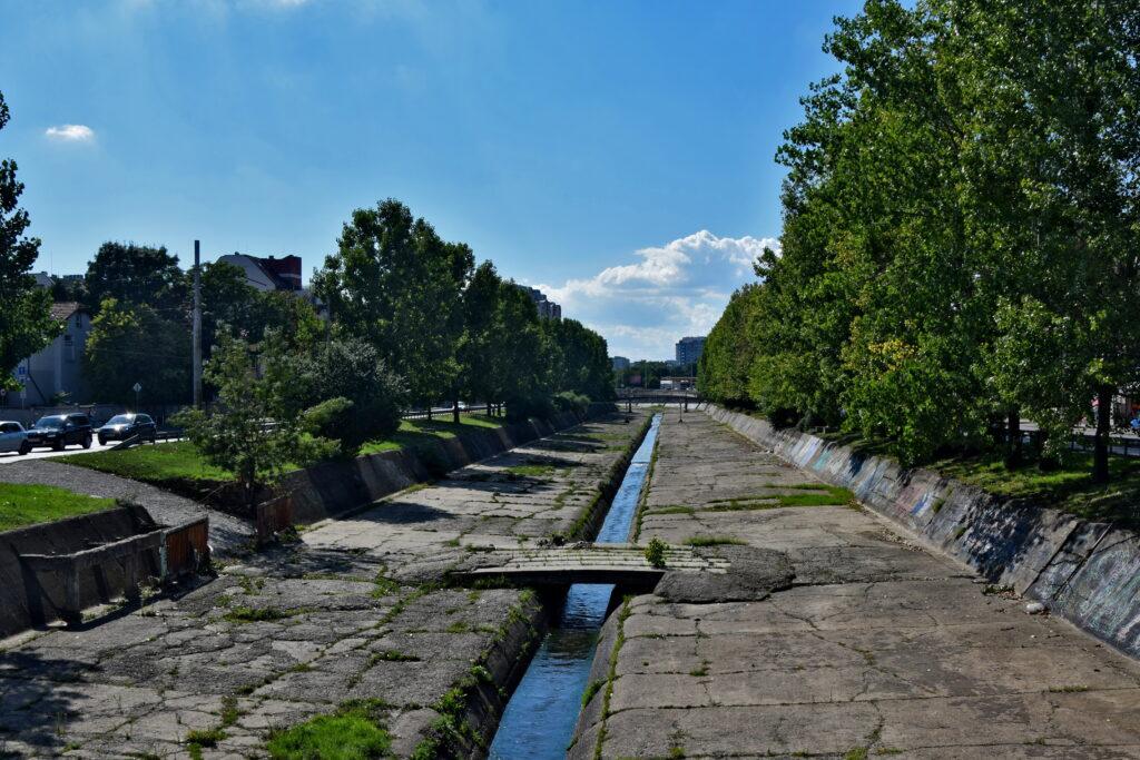 Rzeka Władajska Sofia. Już wiecie, czemu towarzyskie życie bułgarskiej stolicy nie skupia się wokół rzeki? ;)