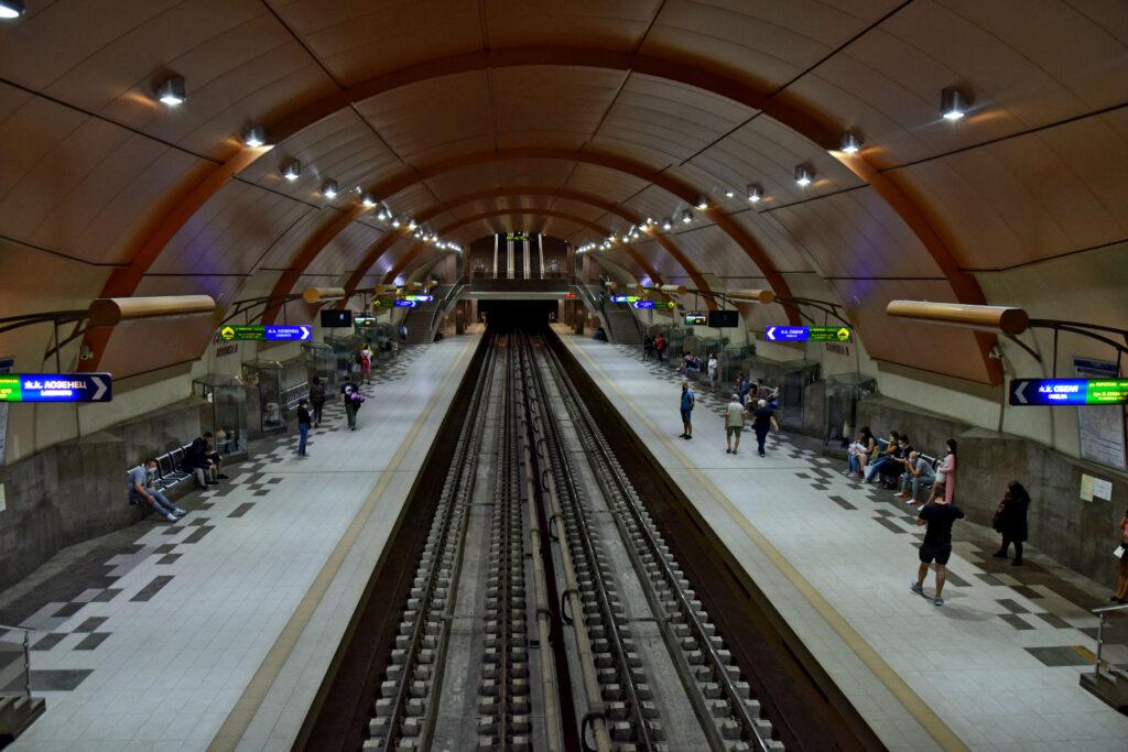Metro w Sofii to całkiem nowy projekt, powstały już po upadku ludowej republiki. Sprawia wrażenie bardzo czystego i schludnego.