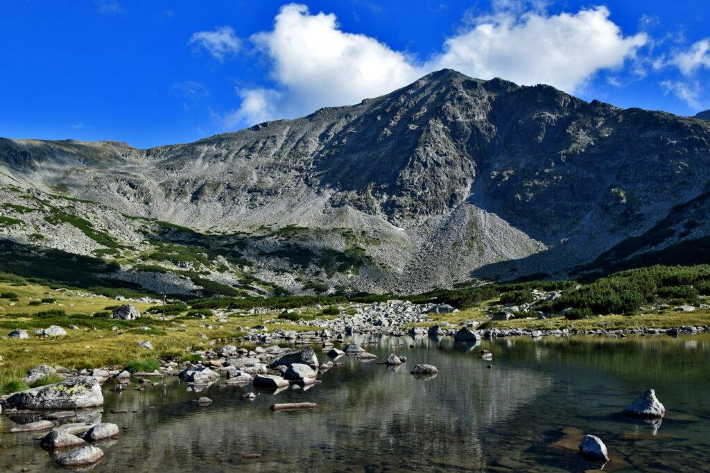Bułgaria, Musała Hut. Widok z miejsca, w którym pozwolono nam rozbić namiot. W tle oczywiście Musała :)