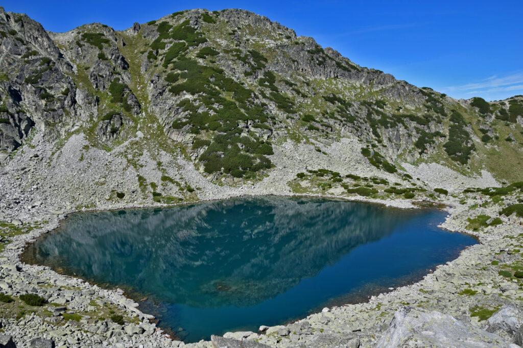 """Musała, szlak na szczyt. Plecaki zostawiliśmy na przechowanie w schronisku, na kilkugodzinny trekking wybraliśmy się """"na lekko""""."""