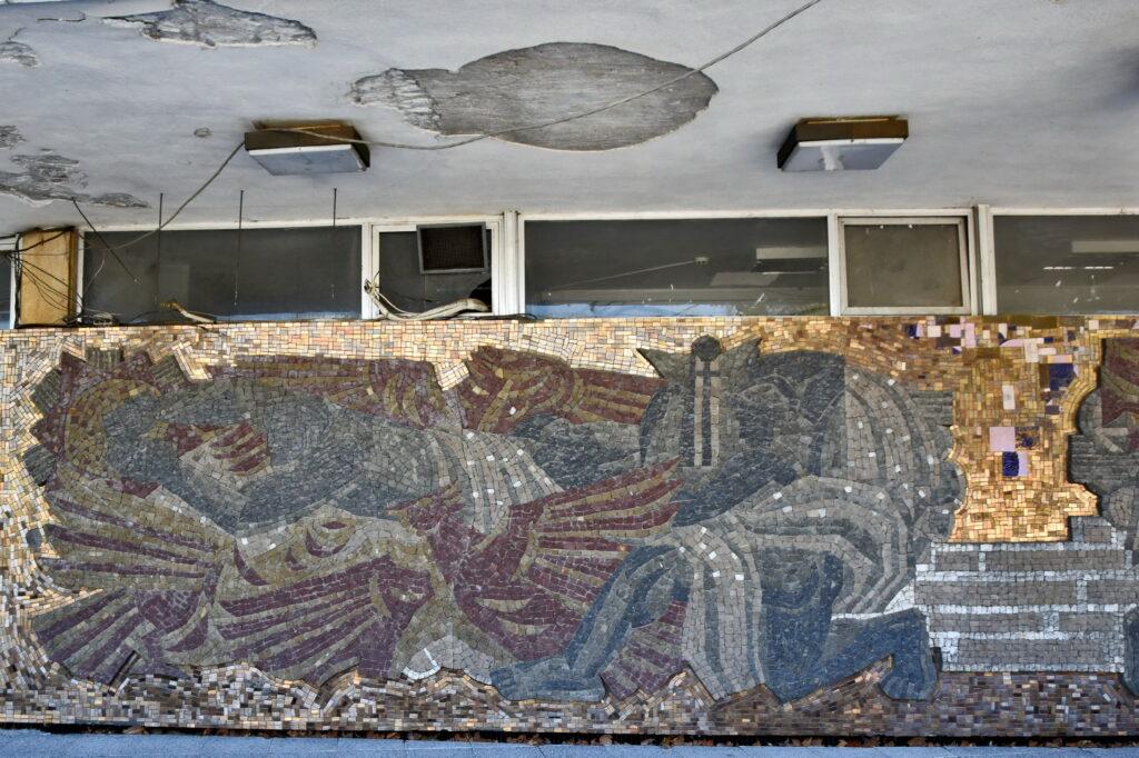 Płowdiw (Plovdiv) - socrealistyczna mozaika na elewacji jednego z budynków w centrum.
