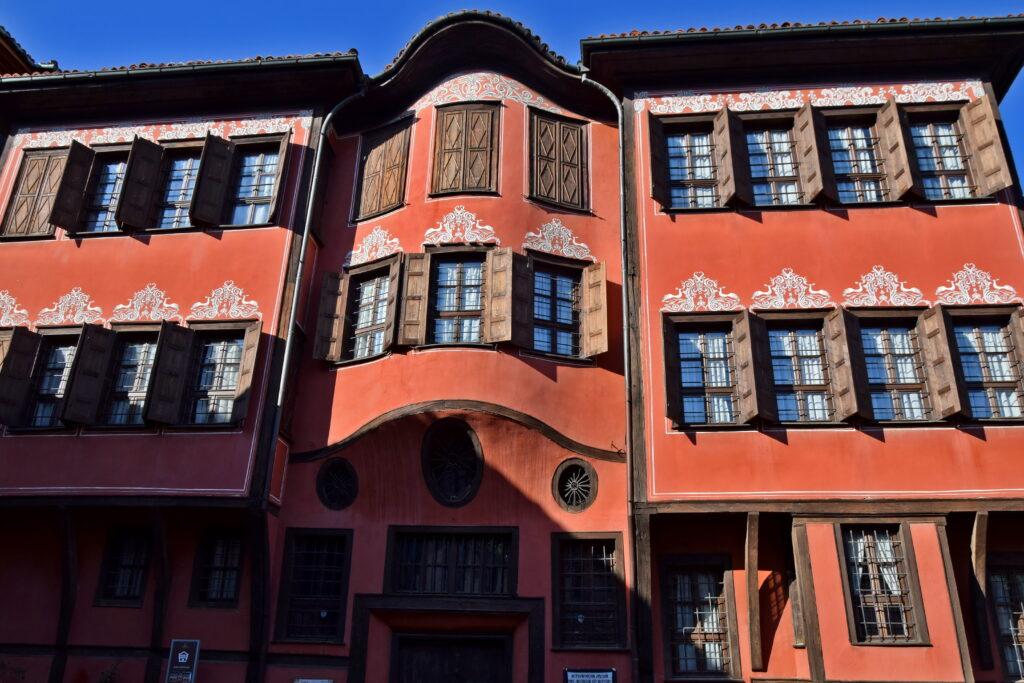 Tradycyjna bułgarska zabudowa - w Płowdiw takich budynków znajdziemy bardzo dużo.