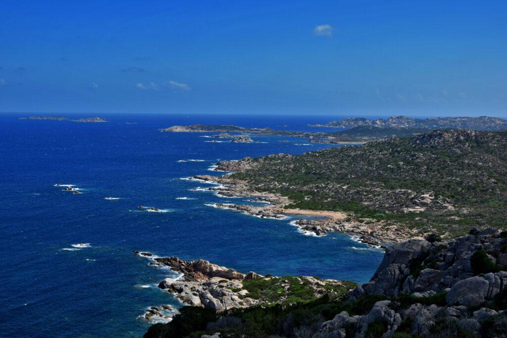 La Maddalena - widok na wybrzeże