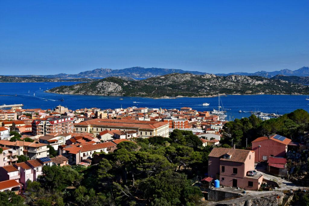 La Maddalena - widok na miasto