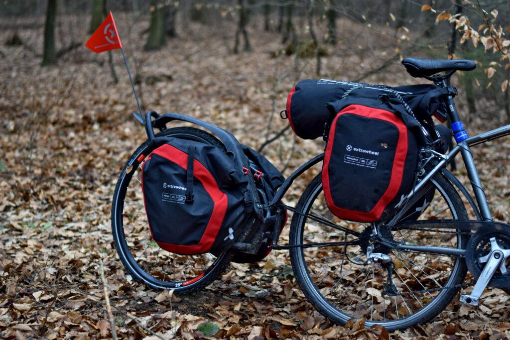 Wszystkie przyczepki Extrawheel połączone są z rowerem w sposób, który umożliwia podążanie w świetle tylnego koła niezależnie od promienia zakrętu, różnicy wysokości i rodzaju nawierzchni.