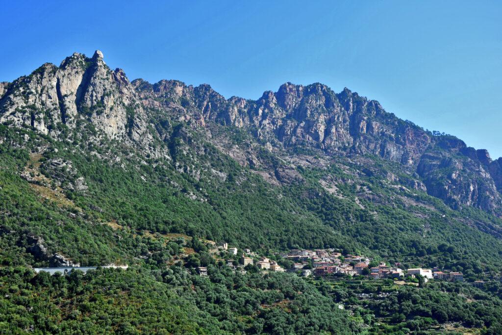 Korsyka trekking wąwóz spelunca Ota