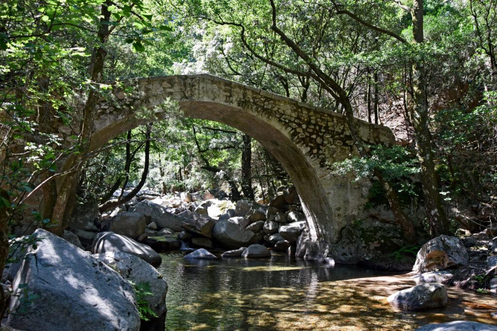 Korsyka trekking wąwóz spelunca Porto most