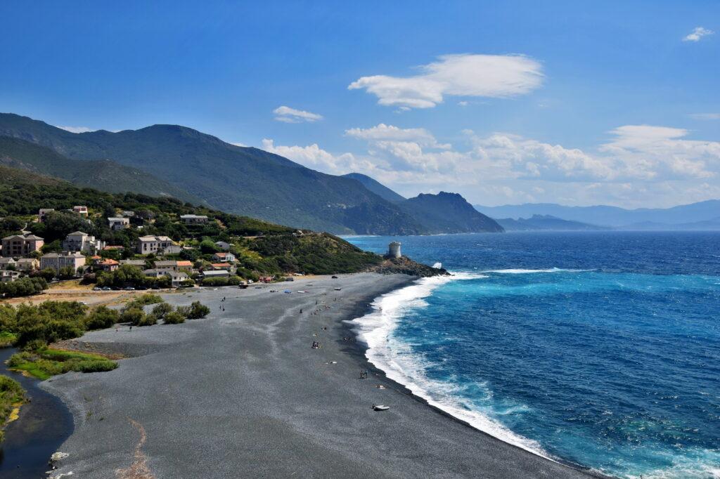 Korsyka na rowerze - Cap Corse, czarna plaża
