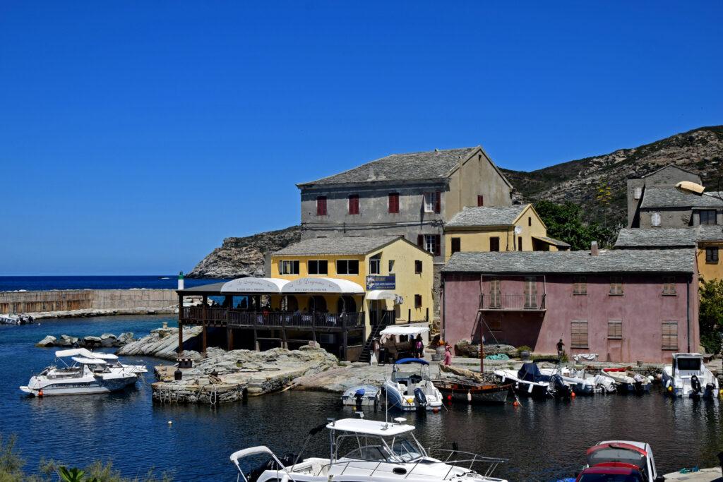 Porto de Centuri Corse, Korsyka, Cap Corse. Spokojne portowe miasto