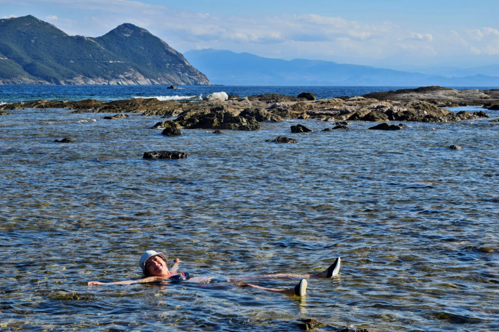 Korsyka, Cap Corse, Porto de Centuri, kąpiel w morzu