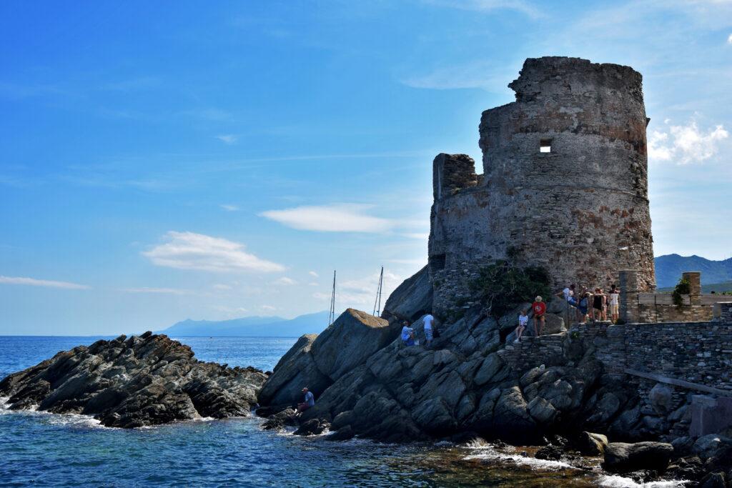Erbalunga wieża genueńska ruiny, Cap Corse atrakcje. Korsyka