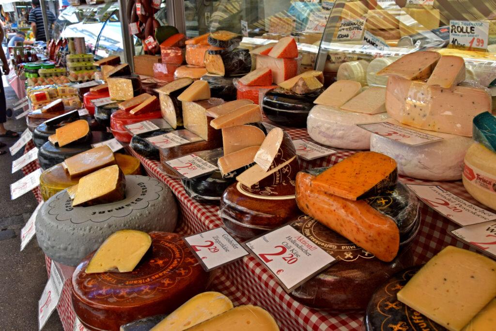Brunnenmarkt Wiedeń bazar nietypowe atrakcje sery