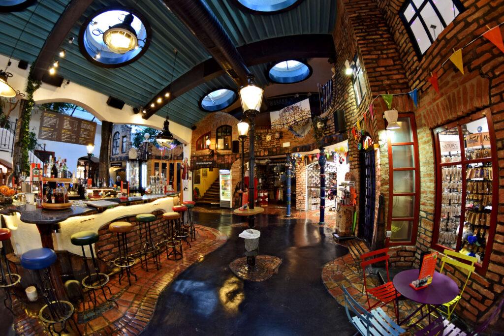 Hundertwasserhaus Village - nietypowe atrakcje Wiedeń