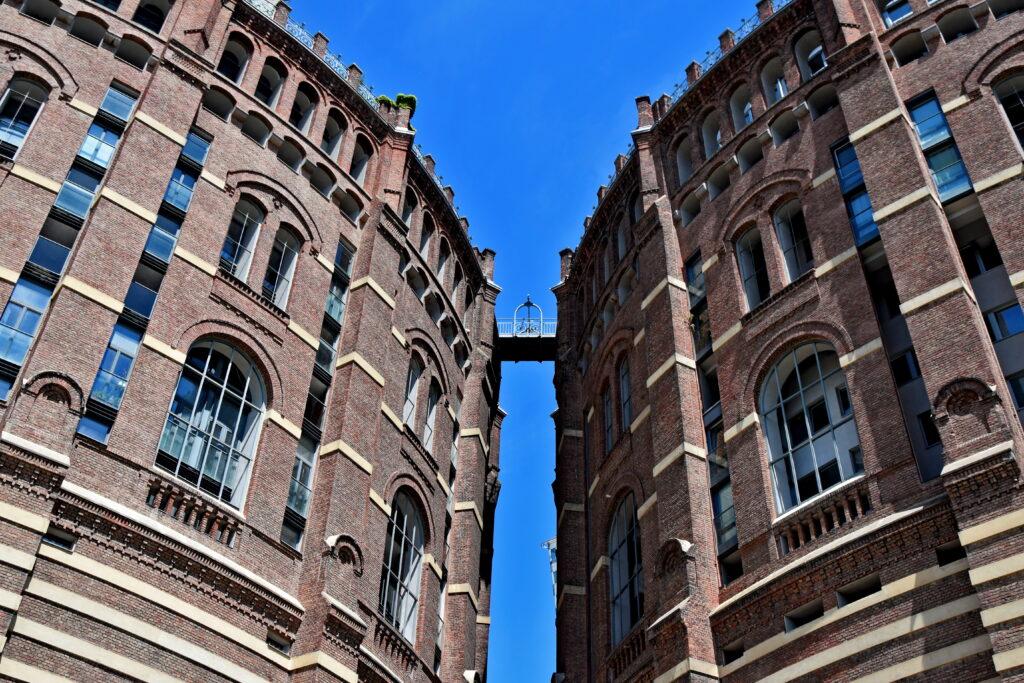 Gasometer wiedeńska gazownia nietypowe atrakcje Wiedeń architektura