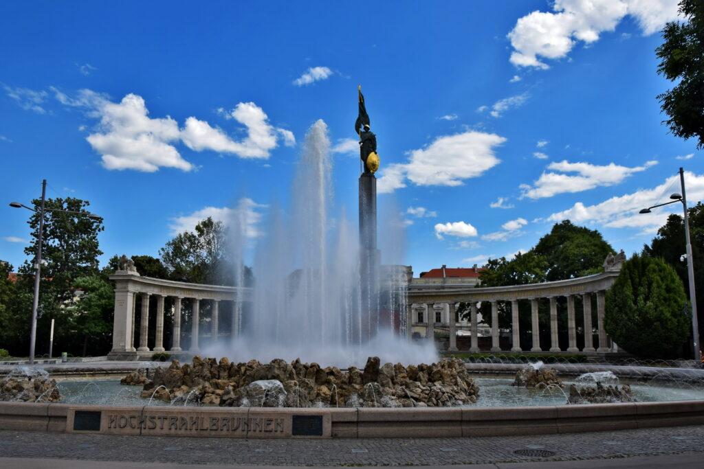 Wiedeń nietypowe atrakcje - pomnik bohaterów armii czerwonej