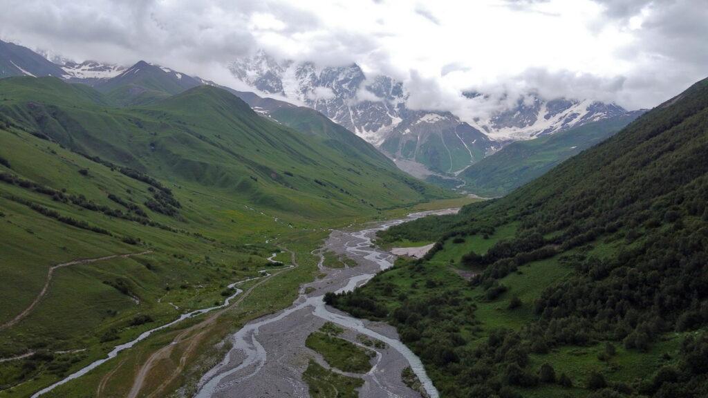 Lodowiec Shkhara (Szchara) - trekking z Ushguli. Dolinu Inguri. Gruzja, gdzie los poniesie