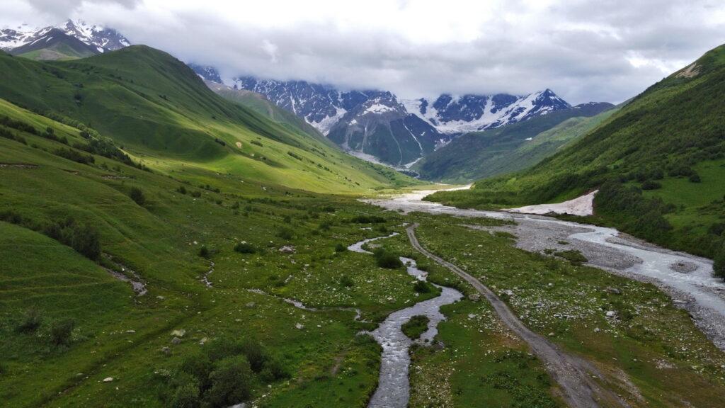 Lodowiec Shkhara (Szchara) - trekking z Ushguli. Gruzja, gdzie los poniesie
