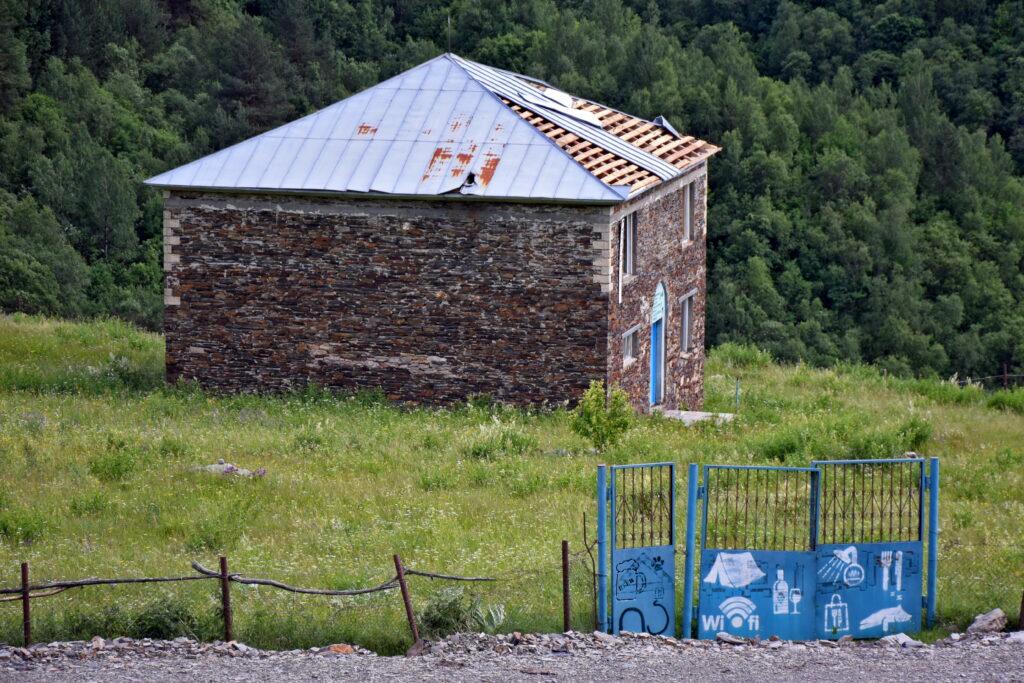 Ushguli guesthouse abandoned, opuszczony