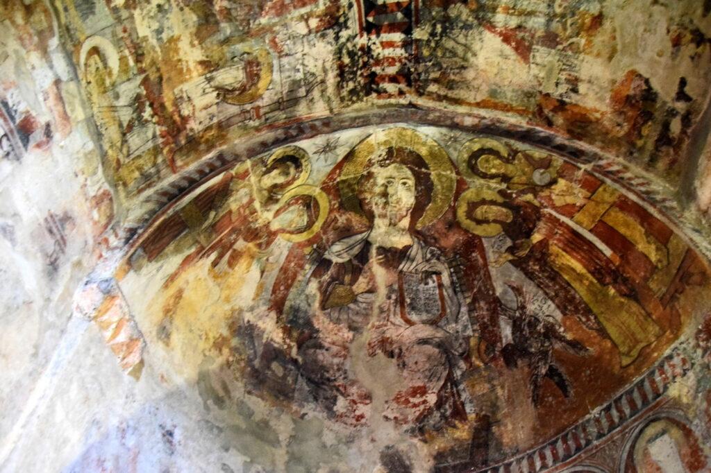 Gruzja Ushguli kościół cerkiew - freski. Gdzie Los Poniesie
