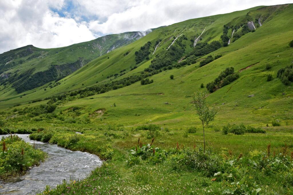 Dolina Inguri, Ushguli - lodowiec Shkhara. Swanetia, gdzie los poniesie