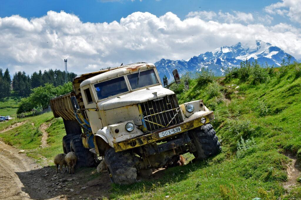 Kraz - gruzińskie góry, ciężarówka trekking Swanetia