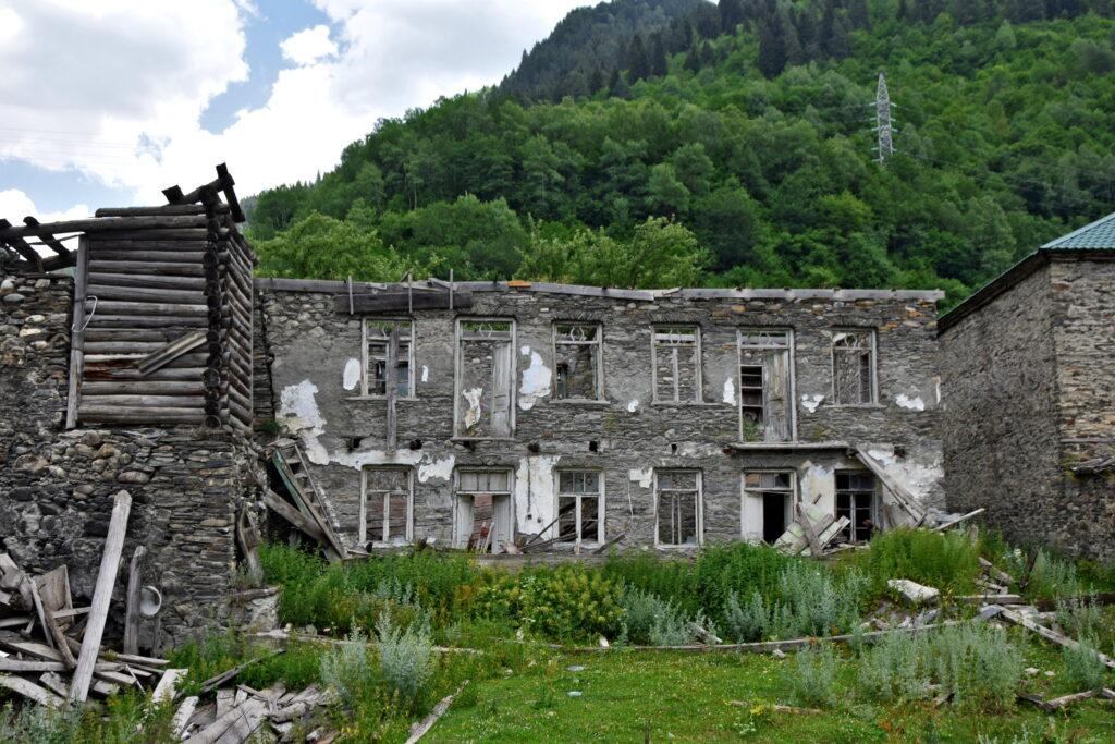 Bogreshi, Swanetia opuszczony dom kamienny